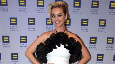 Katy Perry Hits the Beach and Shows Off Bikini Bod - See