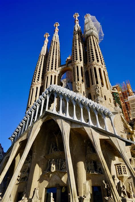 Remaking, modernizing Christian architecture in Spain's